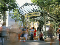Montmartre_entrance_paris_metro